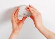 Leinwanddruck Bild - Rauchmelder montieren