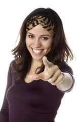 jeune femme indiquer montrer de l'index sourire