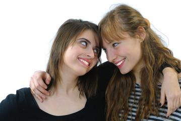 deux jeunes femmes complices 2