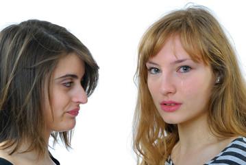 deux jeunes femme qui pleurent