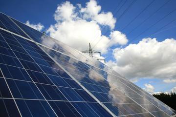 Photovoltaikelement mit Strommast