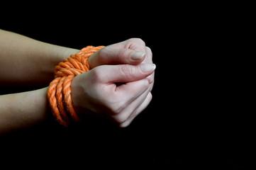 gefesselte Hände 193