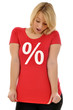 Junge Frau im Sale-Shirt