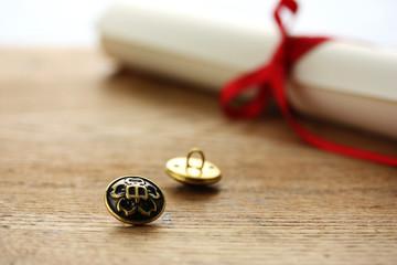 卒業証書と第二ボタン