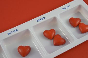 Tablettenbox_mit_Herzen_nah