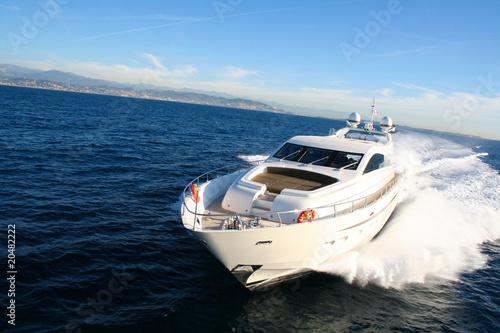 yacht en baie de cannes - 20482222