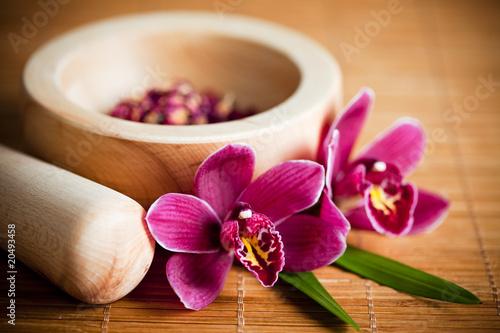 Zdjęcia na płótnie, fototapety na wymiar, obrazy na ścianę : Composition zen - fleurs orchidée et mortier bois