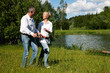 Älteres Paar an einem See