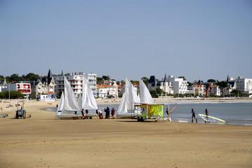 Voiliers sur la plage de Royan en France
