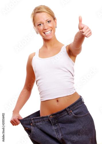 Leinwanddruck Bild Frau zeigt Top nach abnehmen