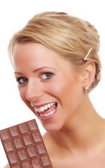 Frau mit Tafel Schokolade