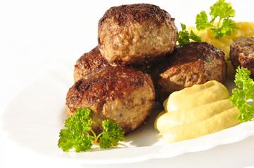 Frikadellen mit Senf und Kartoffelsalat