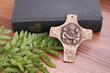 Bibel und Bronzekreuz