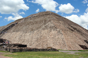 the sun pyramid in teotihuacan, mexico