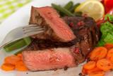 Fototapety Rumpsteak-Roastbeef mit Grünen Bohnen,Paprika,Möhre,Salat