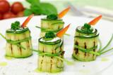 Fototapety Zucchiniröllchen mit Quarkfüllung