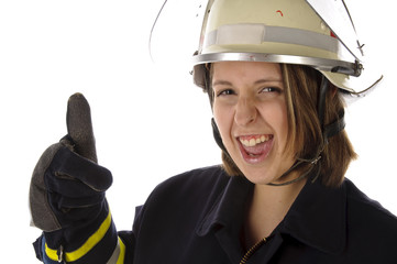 Junge Feuerwehrfrau in Uniform, Daumen hoch