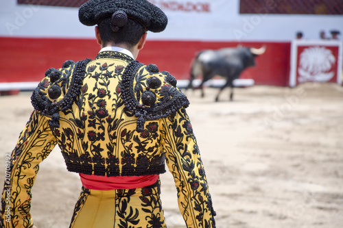Fotobehang Stierenvechten Matador in Ring with Bull