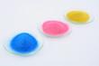 glasschalen mit farbpulver