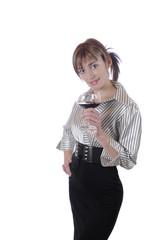 Frau elegant hält Rotwein Glas