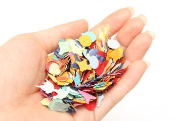 Confettis dans la main