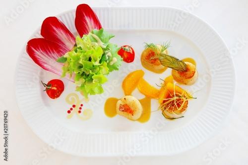 Salat saint jacpues Orangen vinaigrette Tomaten Radicchio