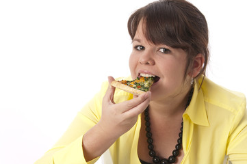 Mädchen isst eine Pizza
