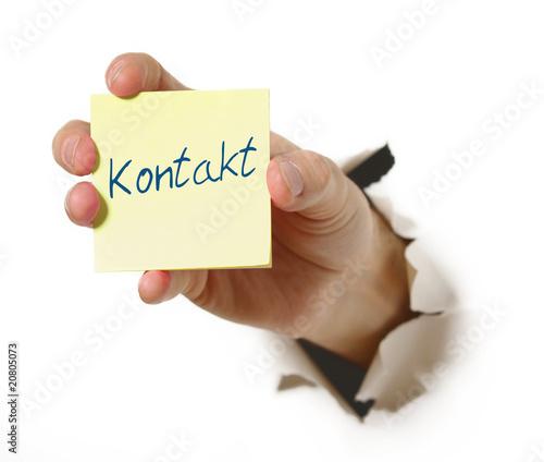 Hand mit Notiz Kontakt