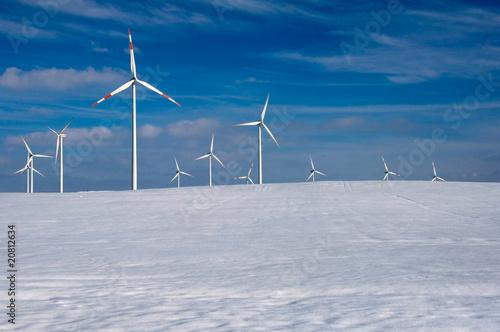 Windräder im Schnee