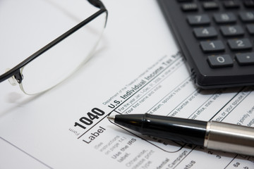 Filling amercian individual tax form 1040
