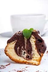 Marmorkuchen mit Puderzucker