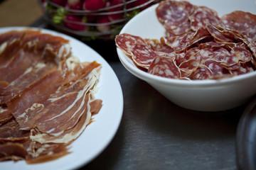 Charcuterie, jambon et saucisson