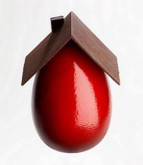 Tetto di cioccolato sull'uovo di Pasqua