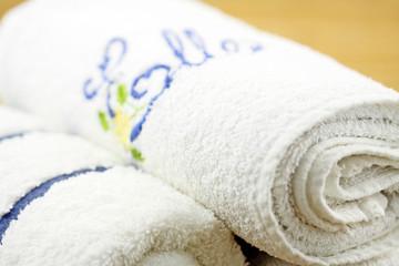 """serviettes éponge blanches """"elles"""" fond bambou"""