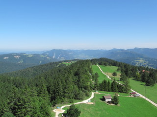 Vue sue le Jura suisse depuis la tour de Moron 2