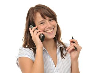 Junge freundliche Frau telefoniert