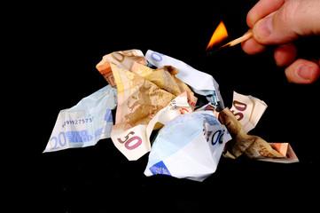 Geld anzünden