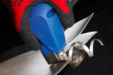 electric powered snips and twisted cut