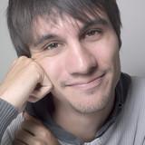 jeune homme calme sourire quiétude poster