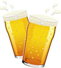 brindisi con pinte di birra