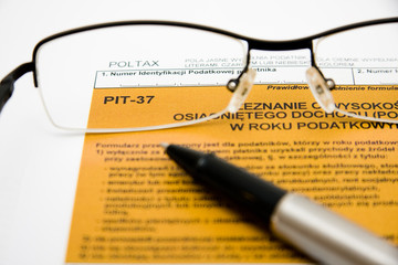Filling in polish individual tax form pit-37