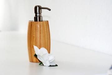 Seifenspender & Blüte