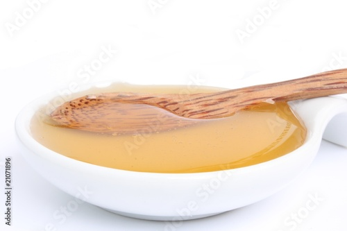 Honey with wooden spoon / 蜂蜜