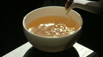 Tee einschenken Sonnenlicht Darjeeling Teetasse Tasse