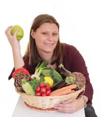 ragazza con cesto frutta e verdura