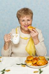 Senior woman with pie