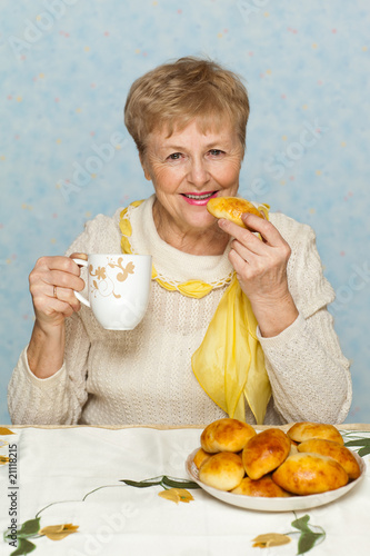 Senior woman with pie