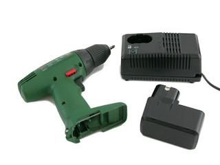 Akkuschrauber mit Akku und Akkuladegerät