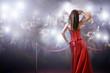 Leinwanddruck Bild - famous woman posing in front of paparazzi