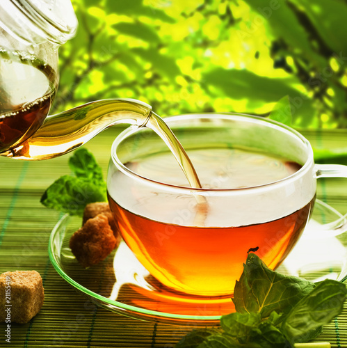 Tuinposter Thee Pouring Healthy Tea